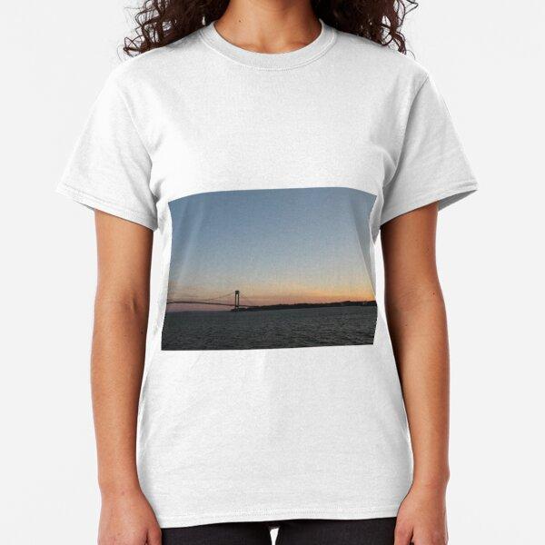 Suspension bridge Classic T-Shirt
