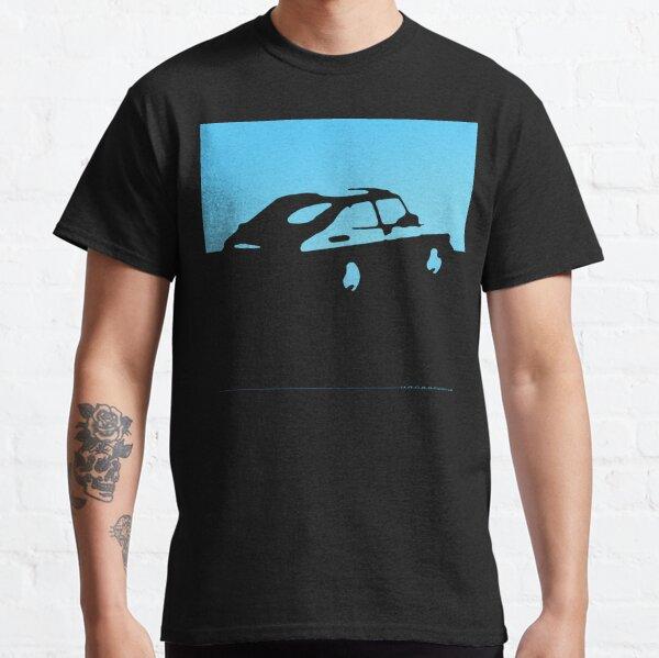 Saab 900, 1990 - Bleu clair sur charbon de bois T-shirt classique