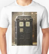 Doctor who snowy TARDIS Unisex T-Shirt