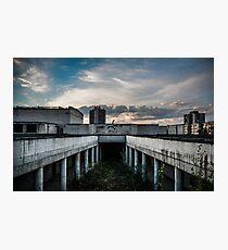Backflip in einer verlassenen Schule Fotodruck