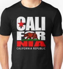 California Republic (Vintage Distressed-Look) Slim Fit T-Shirt