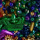 Mardi Gras beads von Celeste Mookherjee