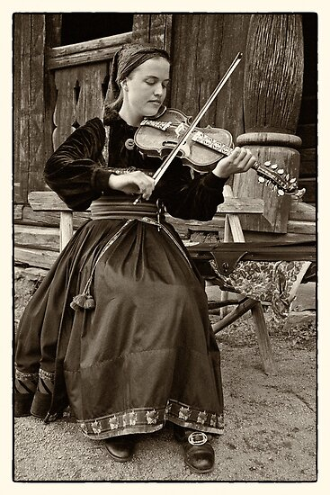 Hardanger fiddle player by Lenka
