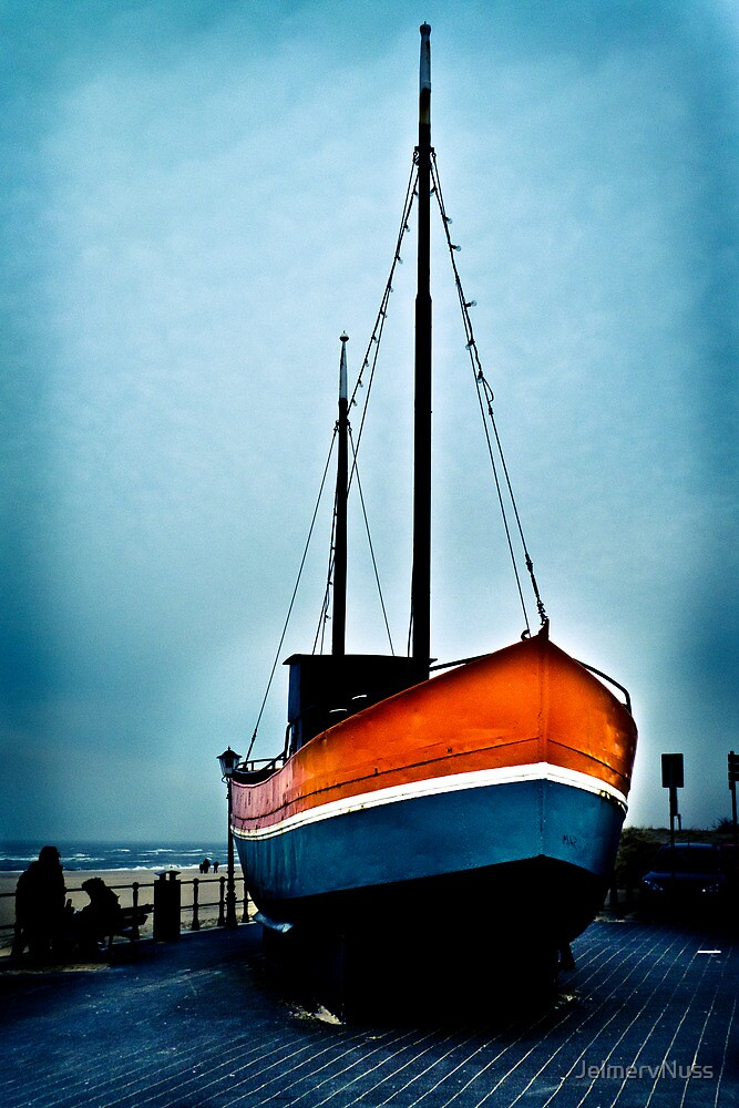 Stranded Boat by JelmervNuss