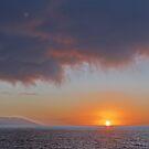 Sunset at a split Sky - Puesta del Sol con un Cielo bifurcado by PtoVallartaMex