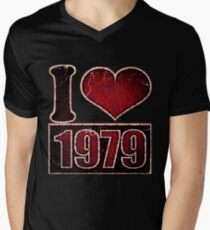 I heart 1979 Vintage Men's V-Neck T-Shirt