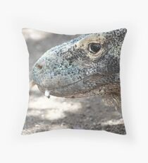 Tongue flick Throw Pillow