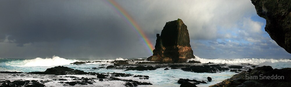Rainbow Over Pulpit Rock by Sam Sneddon