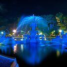 Fountain lit for Vivid Sydney by Erik Schlogl