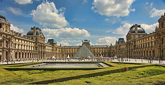 Louvre by Aase