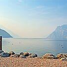 Mattina, lungo la riva del Lago di Garda Torbole, Italia by Martina Fagan