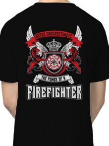 NEVER UNDERESTIMATE THE POWER OF A FIREFIGHTER Classic T-Shirt