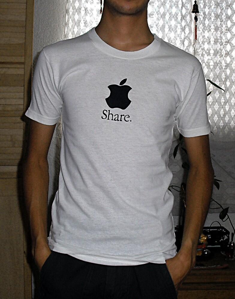 Share (mac) t-shirt by Leoncio