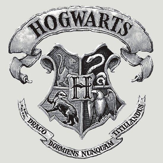 TShirtGifter presents: hogwarts crest t-shirt
