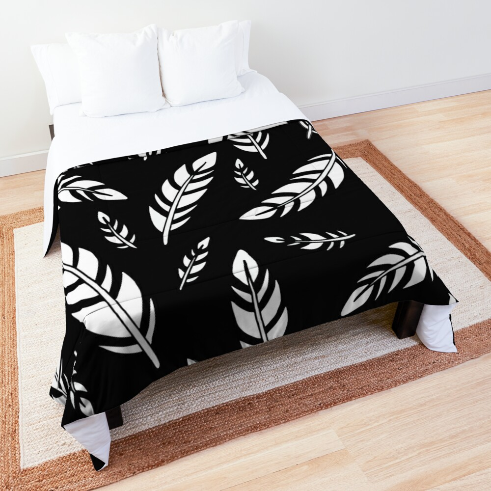 Black and White Feathers || Birds || Pattern Comforter