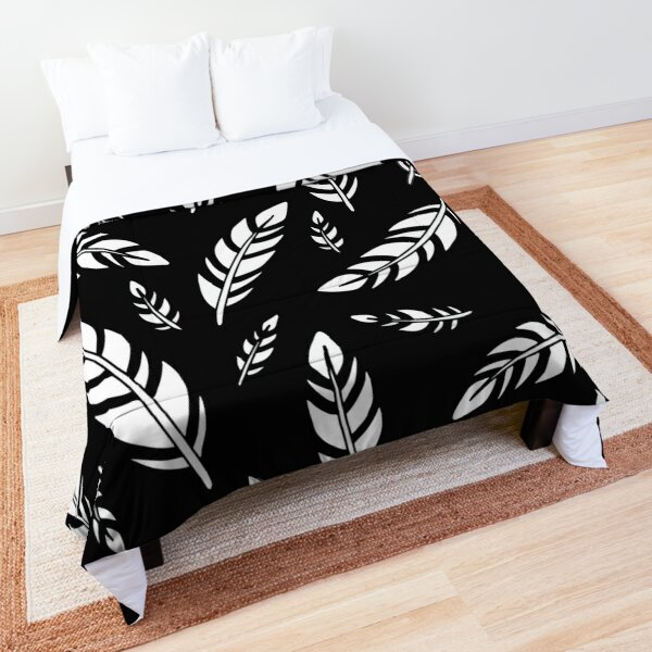 Black and White Feathers    Birds    Pattern Comforter