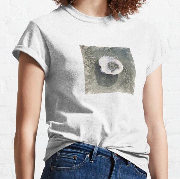 Splashing Clamshell Classic T-Shirt