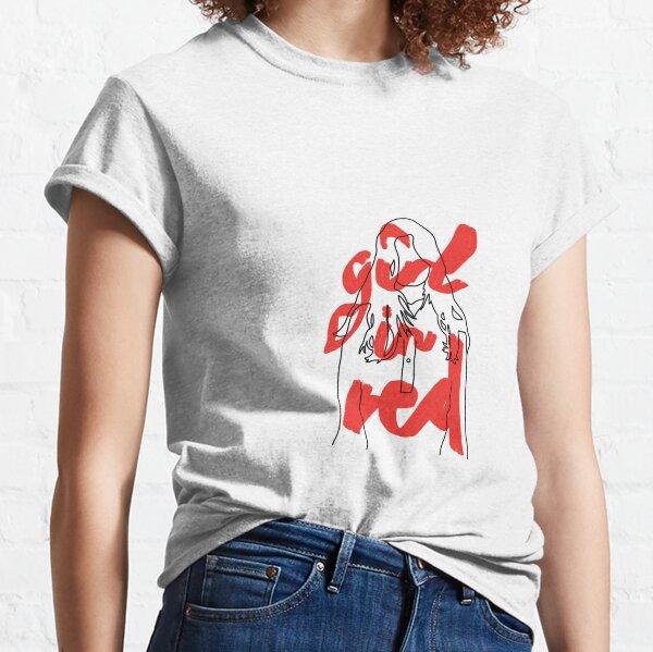 fille en rouge T-shirt classique