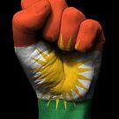 Flagge von Kurdistan auf einer angehobenen geballten Faust von jeff bartels