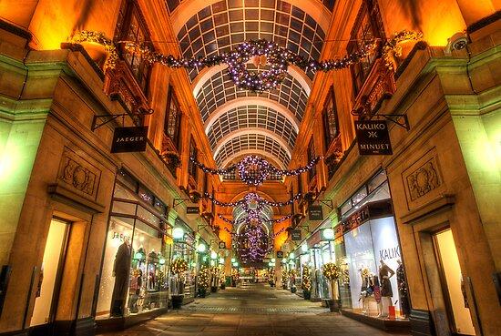 Nottingham Exchange Arcade by Yhun Suarez