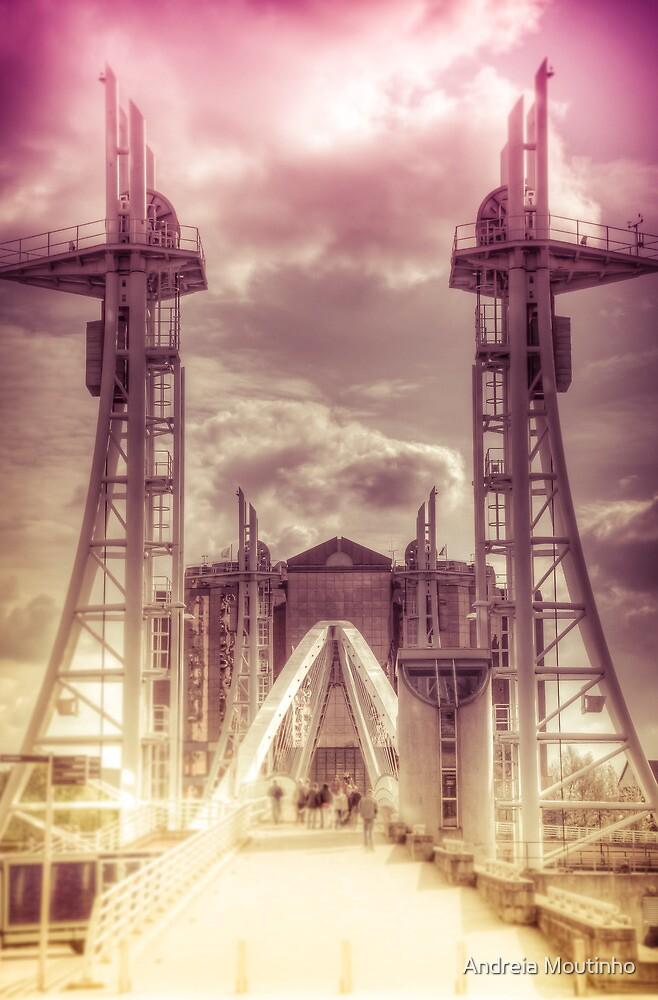 Millenium Bridge by Andreia Moutinho