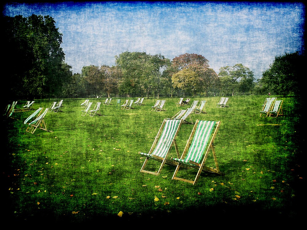 Folding Chairs by Benedikt Amrhein