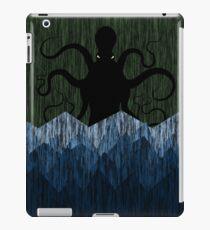 Cthulhu's sea of madness - Green iPad Case/Skin