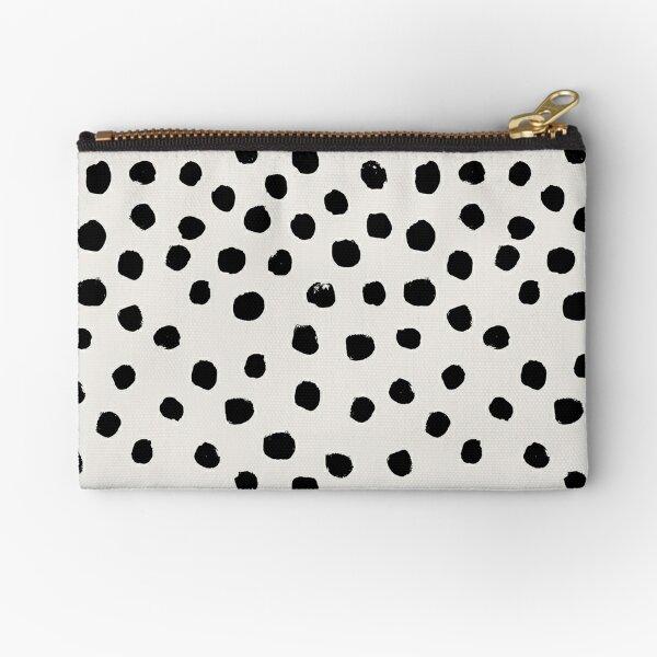 Preppy Pinselstrich frei Polka Dots schwarz und weiß Flecken Punkte Dalmation Tier Flecken Design minimal Täschchen