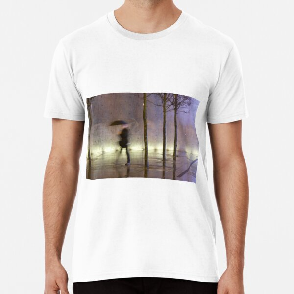 Passage of time in a concrete jungle  Premium T-Shirt