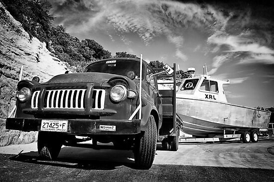 Bedford and boat. by Darren  Rooney