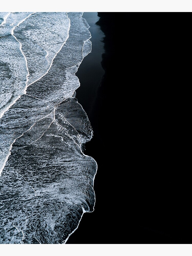 Minimalist waves and black sand beach in Iceland - Landscape Photography by regnumsaturni