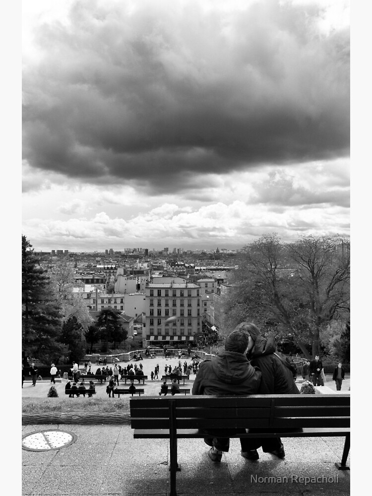 Kisses on a cloudy day - Paris France by keystone