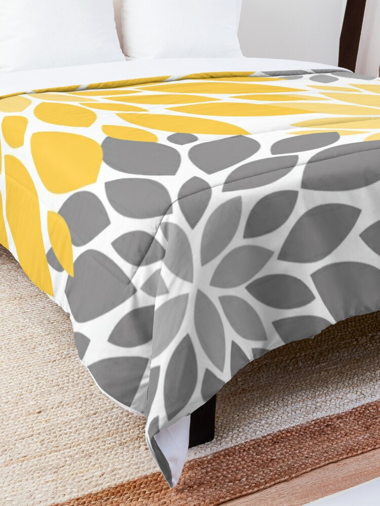 Alternate view of Yellow and Gray Dahlia Floral Pattern Comforter