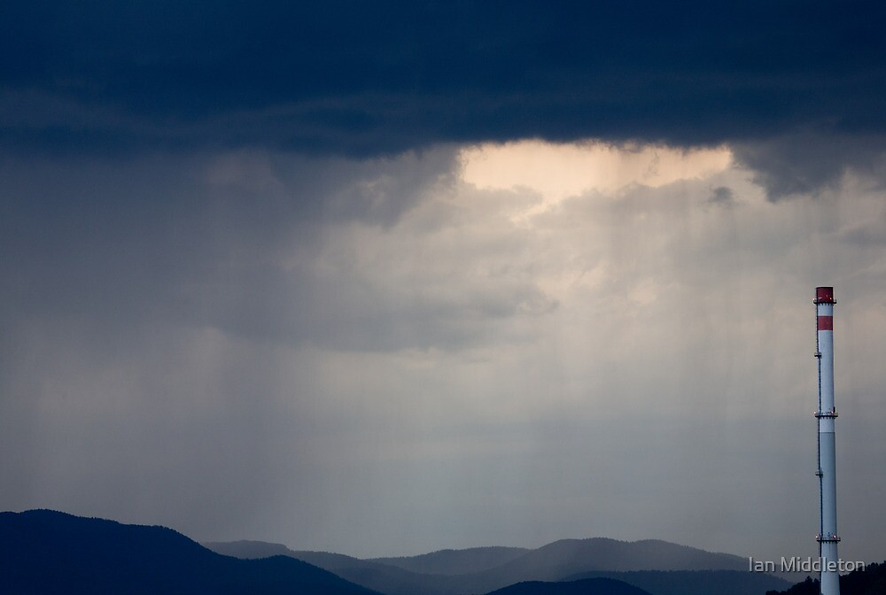 Here comes the rain by Ian Middleton