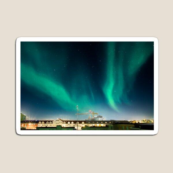 Northen lights over Reykjavík Magnet