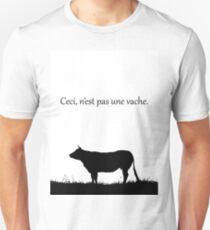 This is not a cow, ceci, n'est pas une vache.  T-Shirt