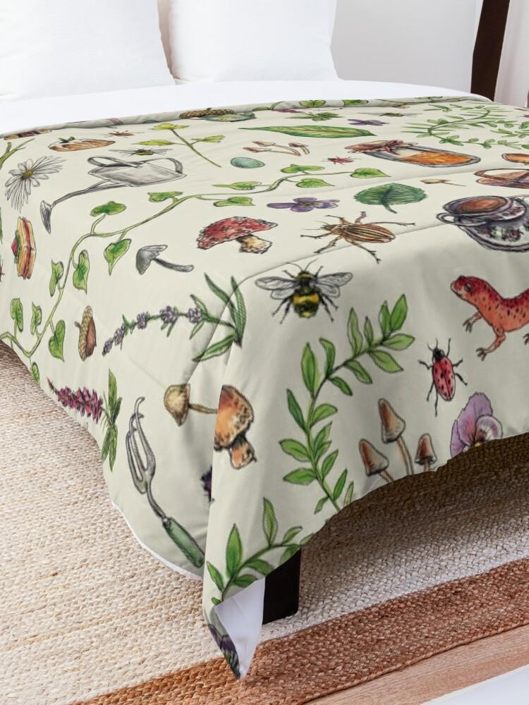 Alternate view of Cottagecore light green Comforter