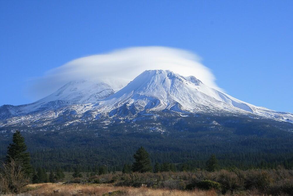 Mount Shasta cloud formation by Aggiegirl