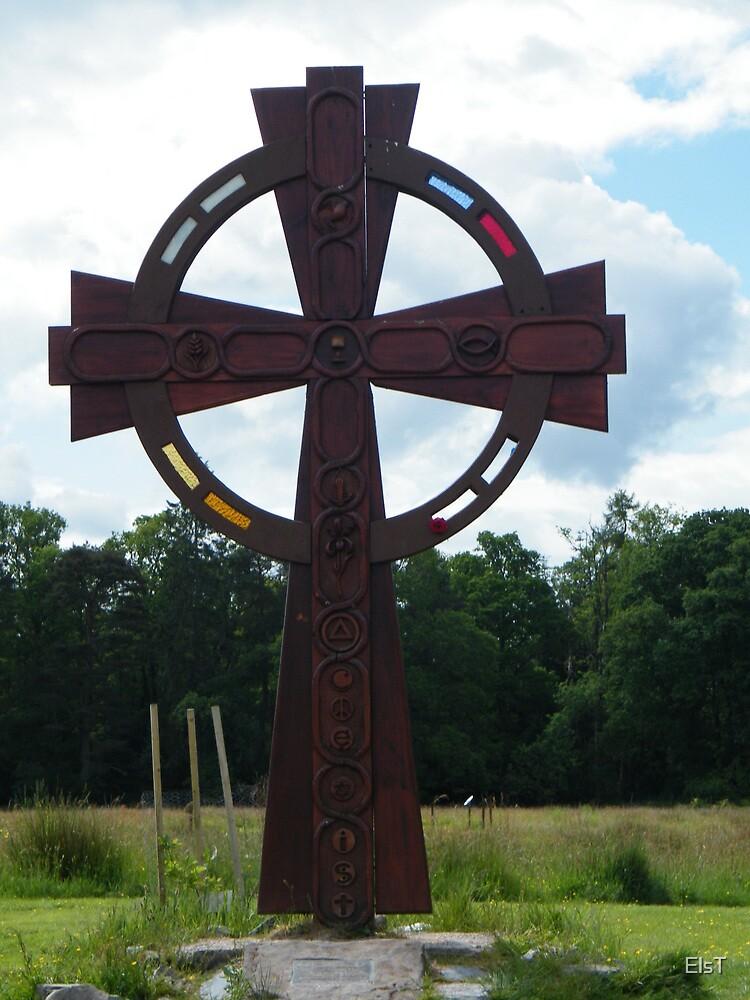 St. Kessog's Cross, Luss by ElsT