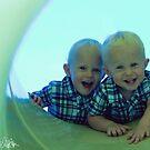 twins :) by eelsblueEllen