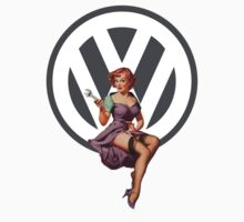 Volkswagen Pin-Up Wrenching Wanda (gray) | Unisex T-Shirt