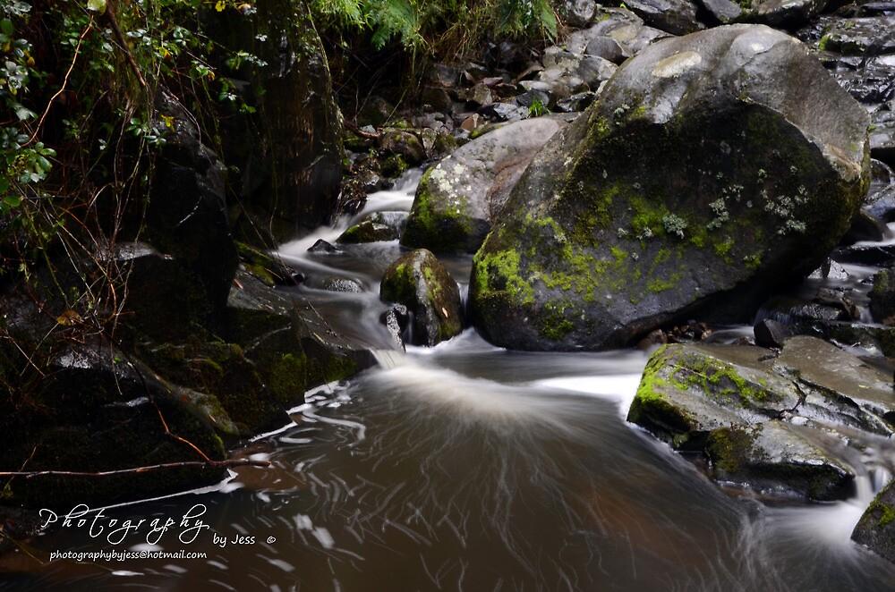 Running water by jessunderwater