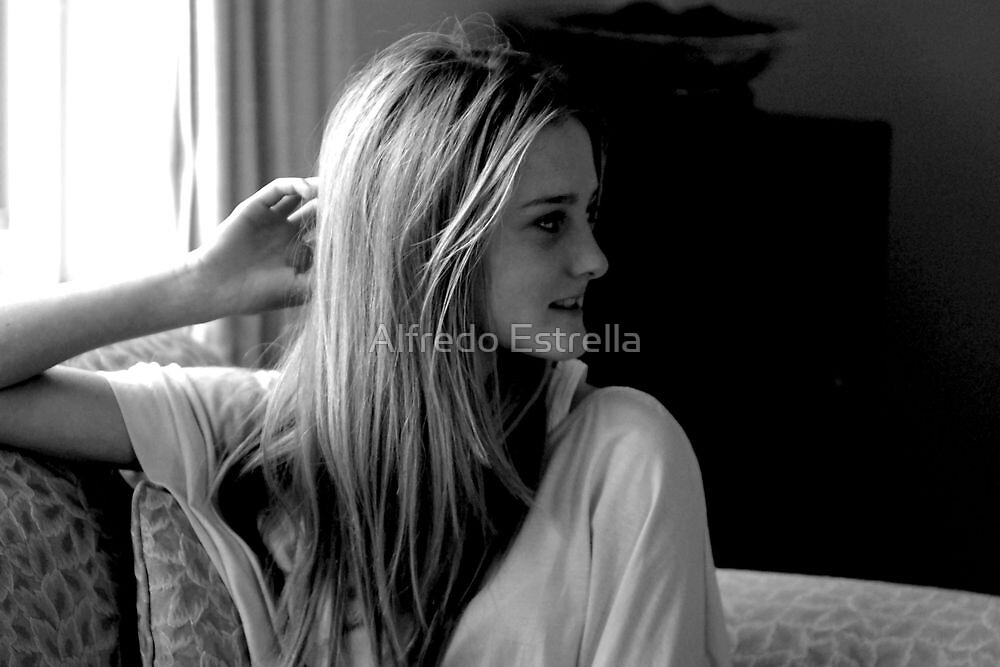 Smile by Alfredo Estrella