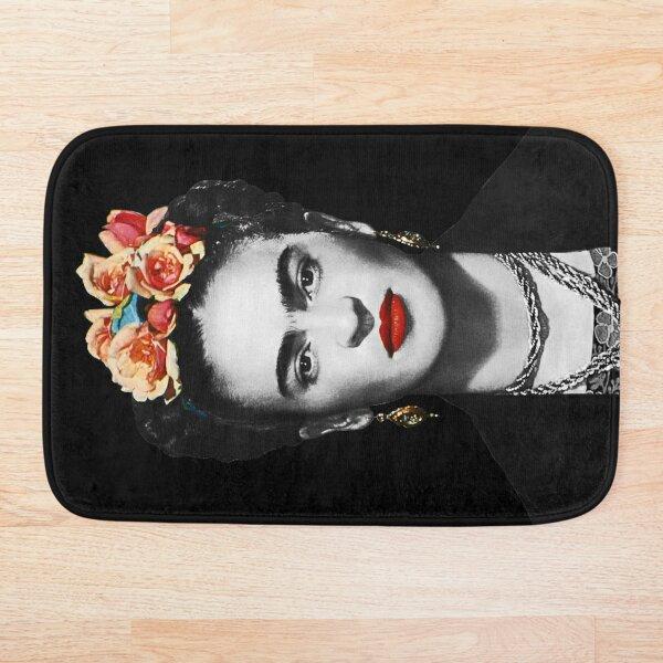 Portrait de Frida Kahlo noir et blanc avec fond noir Tapis de bain