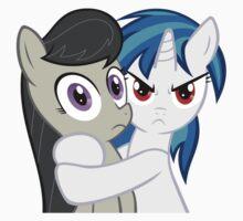 Vinyl Scratch hugging Octavia