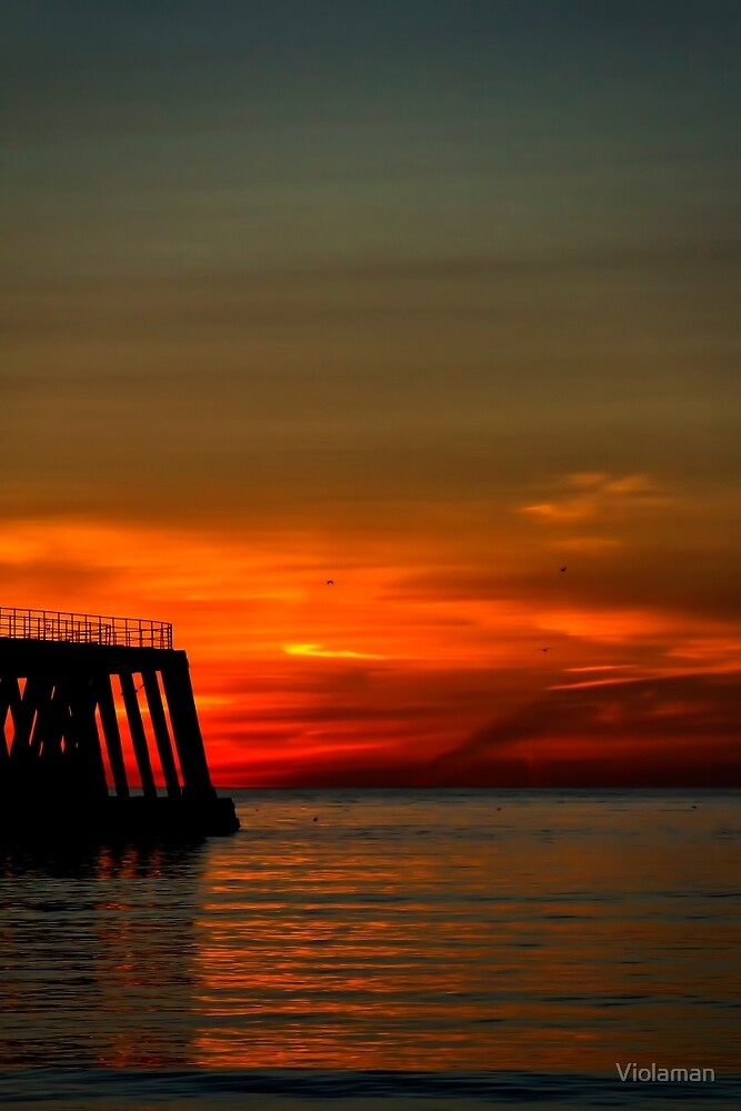 Sunrise and the wooden pier by Violaman
