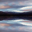 Lake Aviemore - NZ by Maxwell Campbell