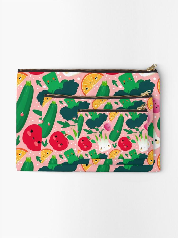 Alternative Ansicht von Kawaii Illustrationsmuster mit Gemüse und Früchten wie Zucchini, Apfel, Orange und Fenchel Täschchen