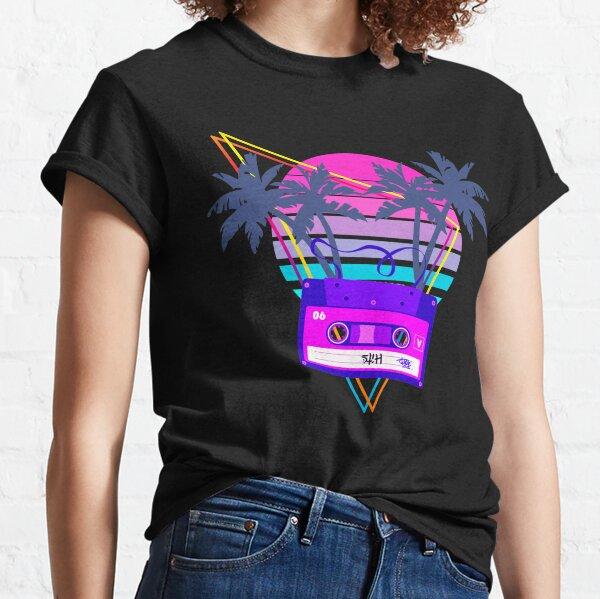 Cassette Vaporwave Sunset des années 90 dans un style Outrun Synthwave T-shirt classique