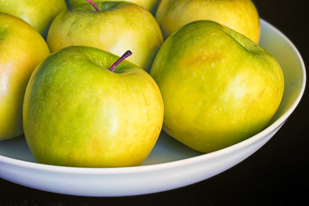 Green Apples by Ellesscee